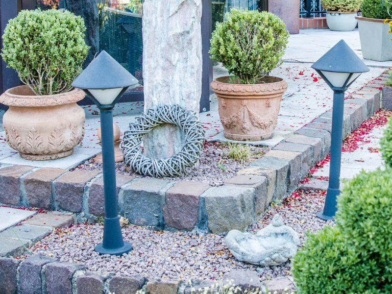 Bild mit Link zum Thema Gartenbeleuchtung